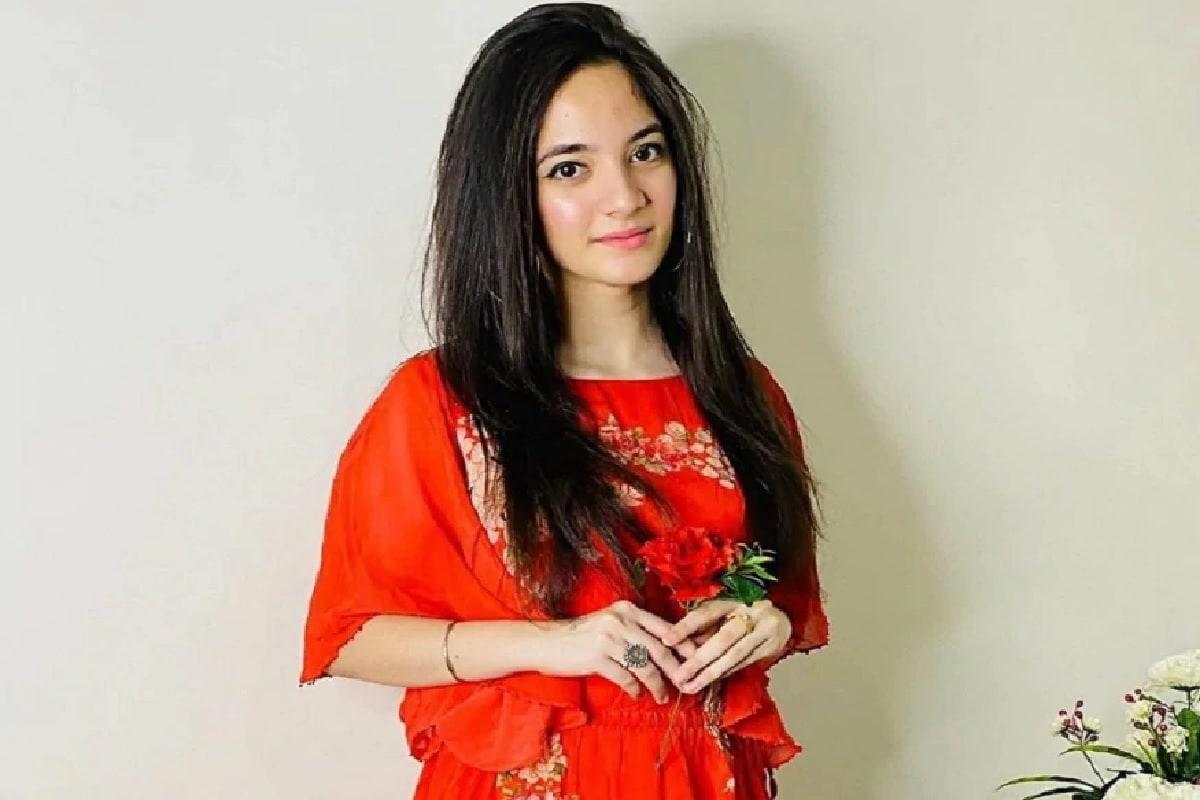 Siya Kakkar: सिया कक्कर ही फक्त 16 वर्षांची होती. खूप कमी वयातच तिने टिकटॉक स्टार म्हणून चांगलीच प्रसिद्धी मिळवली होती.
