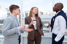 कामाच्या ठिकाणी हवंय चांगलं इम्प्रेशन? नियमित करा या 4 गोष्टी