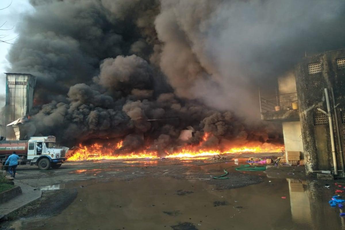 शहापूर (Shahapur)तालुक्यातील वेहळोली आसनगाव फाटा येथे एस.के.आय. कंपनीला (S.K.I. Company) भीषण आग लागली आहे.