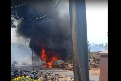 पोलीस स्टेशनसमोर अग्नितांडव, 32 मोटारसायकल आणि 3 चारचाकी वाहनं जळून खाक