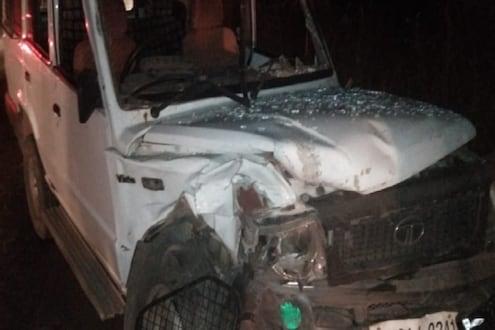 पोलिसांच्या गाडीला भीषण अपघात, PSI आणि इतर 3 कर्मचारी गंभीर जखमी