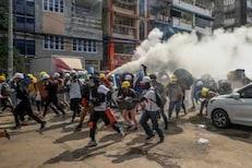 म्यानमारमध्ये आंदोलन धगधगतयं; बचावासाठी नागरिकांची भारतात घुसखोरी