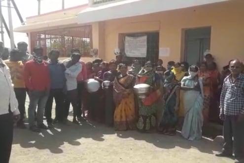 बुलडाण्यात आतापासूनच पाणी प्रश्न पेटला; संतप्त महिलांनी ग्रामपंचायतीला ठोकले टाळे