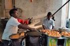 VIDEO : मुंबईतील तब्बल 60 वर्षे जुन्या फ्लाइंग वडापावची जोरदार चर्चा
