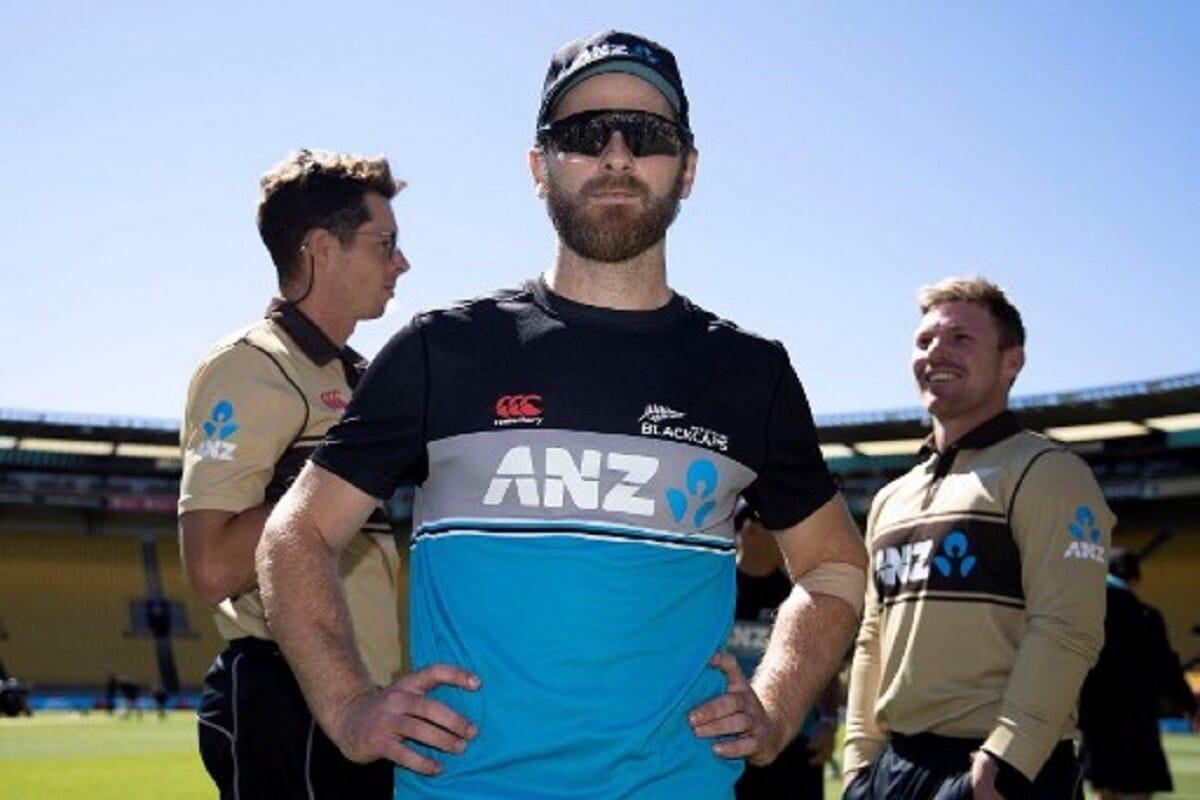 आयपीएलच्या यंदाच्या मोसमाला (IPL 2021) सुरूवात झाली आहे. 9 एप्रिल ते 30 मे एवढा काळ आयपीएलचा यंदाचा हंगाम चालणार आहे. पण आयपीएलमध्ये खेळणाऱ्या न्यूझीलंडच्या (New Zealand) खेळाडूंसाठी चिंता वाढवणारी बातमी आहे. न्यूझीलंड सरकारने रविवारपासून भारतातून येणाऱ्या प्रवाशांसाठी निर्बंध लावले आहेत, त्यामुळे न्यूझीलंडच्या क्रिकेटपटूंना जून महिन्यात होणाऱ्या इंग्लंडविरुद्धच्या दोन टेस्टसाठी आणि वर्ल्ड टेस्ट चॅम्पियनशीप फायनलसाठी भारतातून थेट ब्रिटनला रवाना व्हायला लागू शकतं. न्यूझीलंडचा कर्णधार केन विलियमसन, फास्ट बॉलर ट्रेन्ट बोल्ट, काइल जेमिसन यांच्यासह न्यूझीलंडचे 10 खेळाडू आयपीएल खेळत आहेत.