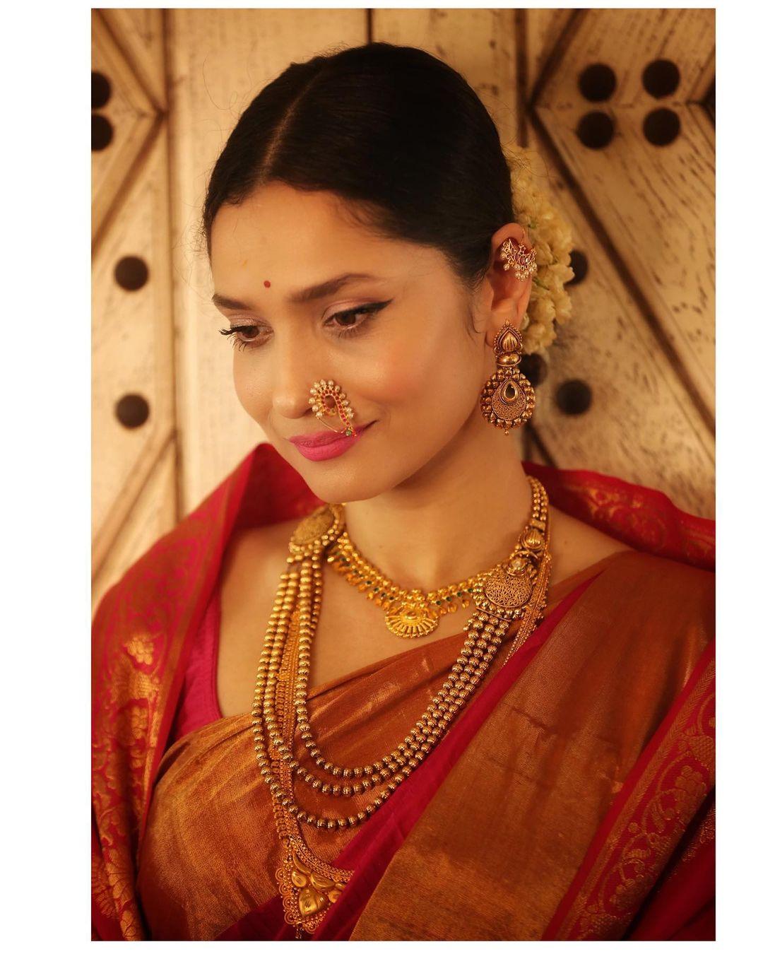 अंकिता लोखंडेनं आपले हे फोटो पोस्ट करत कॅप्शनमध्ये तिने 'या सणामध्ये तुम्ही एका महान संस्कृतीला बघू शकता,#मराठी #जय महाराष्ट्र असं लिहिलं आहे.