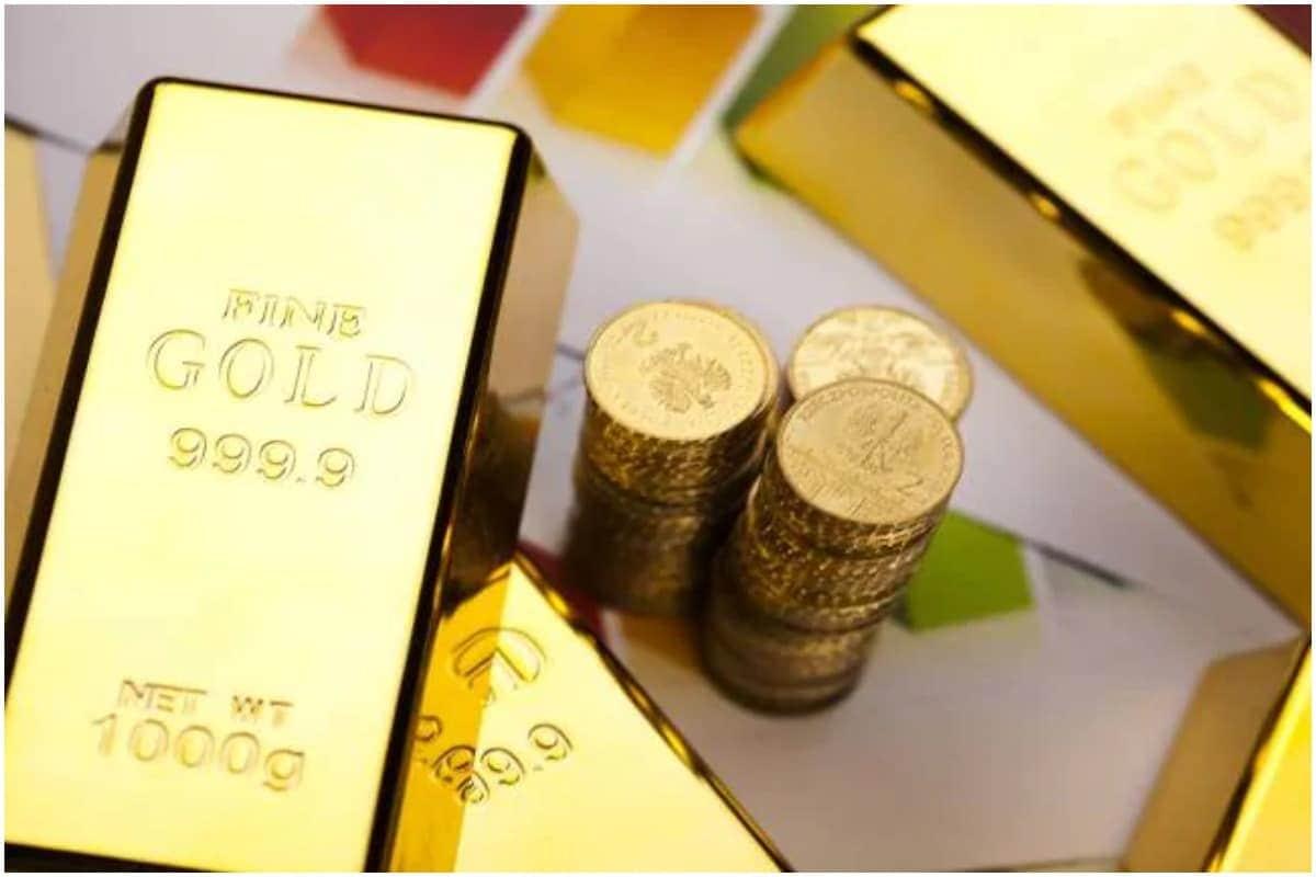 कशाप्रकारे तपासाल सोन्याची शुद्धता?- जर तुम्हाला आता सोन्याची शुद्धता तपासून पाहायची असेल तर यासाठी सरकारकडून एक अॅप तयार करण्यात आले आहे. 'बीआयएस केअर अॅप' (BIS Care app) च्या माध्यमातून तुम्ही सोन्याची शुद्धता तपासू शकता. या अॅपद्वारे तुम्ही केवळ सोन्याची शुद्धताच नाही तर त्यासंबंधात तक्रार देखील करू शकता.