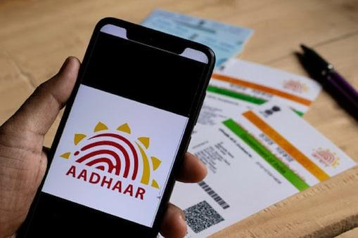 Aadhaar लिंक नंबर विसरलात; 2 मिनिटात शोधा या ट्रीकने