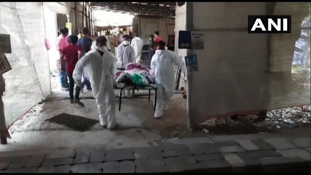 त्यानंतर मुंबईतच 4 एप्रिलला दहिसरमधील जम्बो कोव्हिड सेंटरलाही आग लागली. या सेंटरमधील 50 रुग्णांना तात्काळ बाहेर काढण्यात आलं होतं.