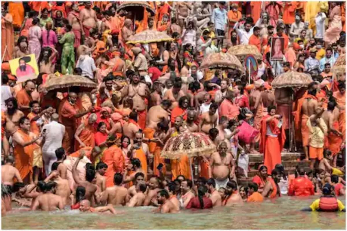 Kumbh Mela: कुंभमेळ्यात गेलेल्या तब्बल 229 साधूंना कोरोना