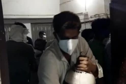 VIDEO: रुग्णांच्या नातेवाईकांवर ऑक्सिजन सिलेंडर चोरण्याची वेळ, डॉक्टरांचा काम बंद करण्याचा इशारा