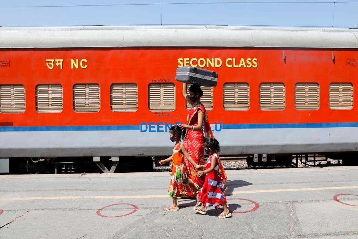 कोरोनाच्या भयंकर स्थितीदरम्यान रेल्वेचा मोठा निर्णय,9 हजार स्पेशल ट्रेनला मंजुरी