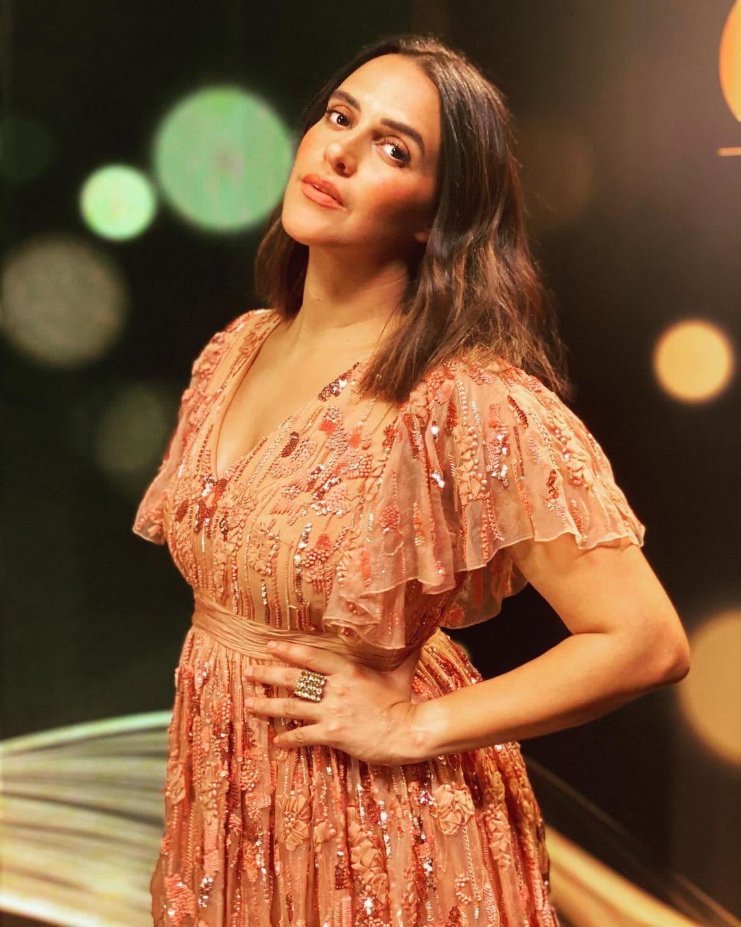 अभिनेत्री नेहा धुपियाने सुद्धा गर्भवती असताना शुटींग केल आहे.