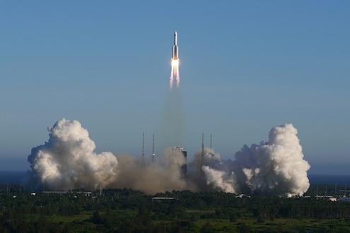 सावधान! Out of Control झालेलं चीनचं रॉकेट आज पृथ्वीवर आदळणार, मोठ्या नुकसानाची भीती
