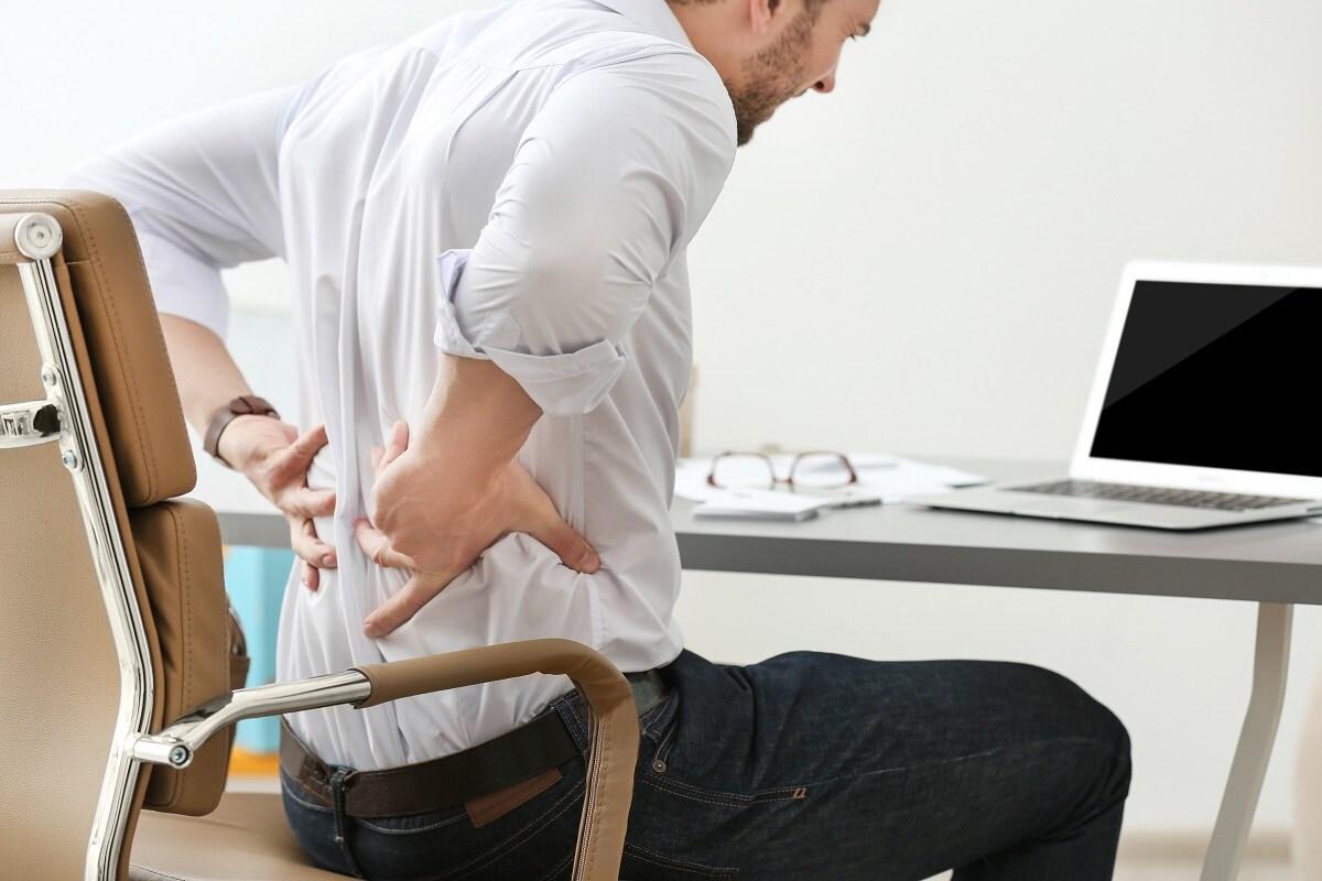 अनेकदा शरीरात कॅल्शियमची कमी (Calcium Deficiency) या कारणाने कंबरदुखी होते (Back Pain). 25 ते 45 वयोगटात ही समस्या प्रामुख्याने आढळते. हे घरगुती उपाय (Home Remedies) यावर नक्कीच उपयुक्त ठरु शकतात.