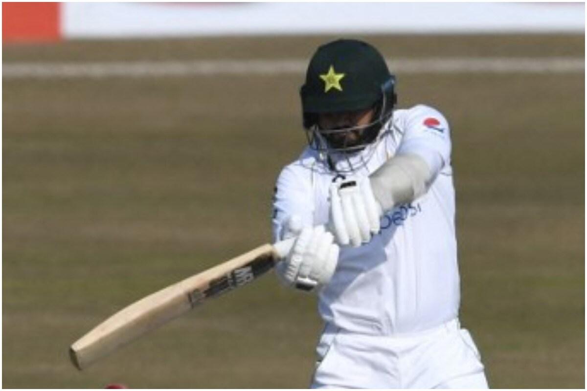 हरारे टेस्टच्या पहिल्या दिवसअखेर पाकिस्ताननं 4 आऊट 268 रन केले. पाकिस्तानकडून आबिद अली, अझर अली यांनी शतक झळकावलं. मात्र कॅप्टन बाबर आझम फ्लॉप ठरला. (फोटो – एफपी)