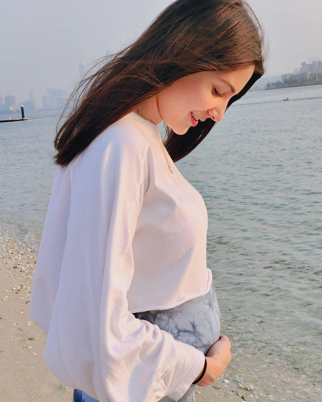 अनुष्का शर्मानं काही महिन्यांपूर्वी गोंडस मुलीला जन्म दिला. मात्र आता तिनं पुन्हा एकदा आपल्या फिटनेसकडे पुर्ण लक्ष वळवलं आहे.