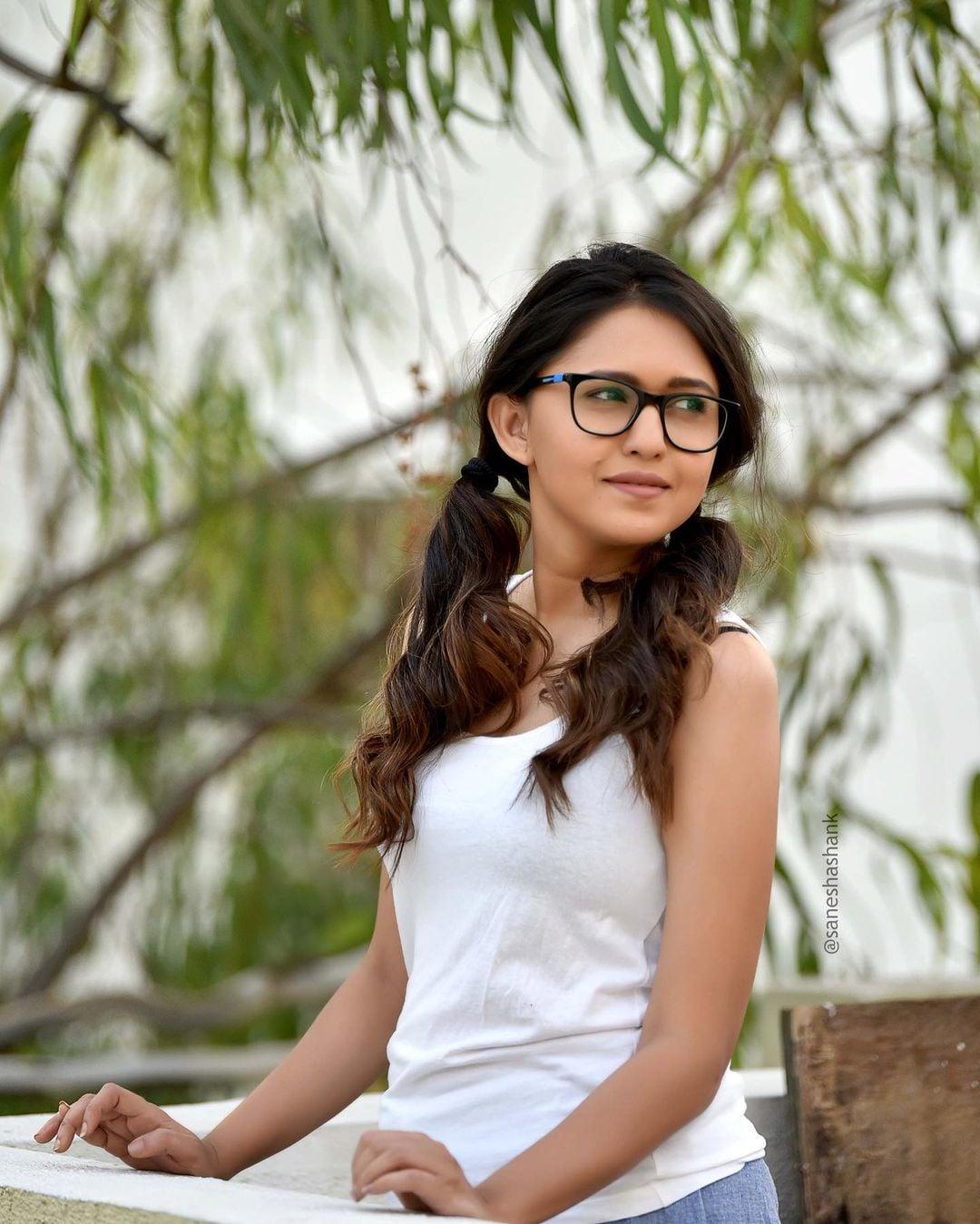 गौतमी ही प्रसिद्ध अभिनेत्री मृण्मणी देशपांडे हिची बहिण आहे. ती देखील आपल्या बहिणी प्रमाणेच एक उत्तम अभिनेत्री आहे. (Gautami Deshpande/Instagram)