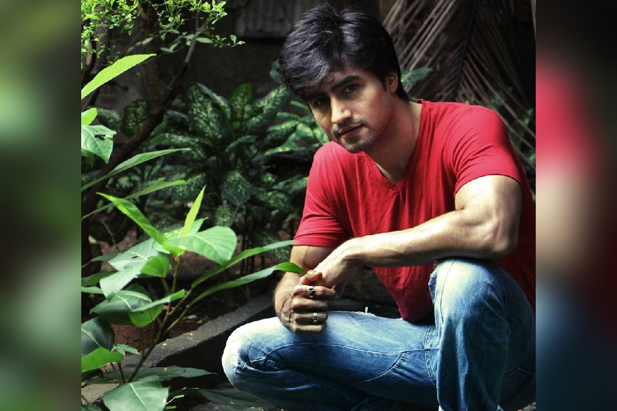 टिव्हीचा हॅन्डसम हंक म्हणून ओळखला जाणारा अभिनेता हर्षद चोपडा (Harshad Chopra) सध्या मालिकांपासून दूर आहे. पाहा हर्षद सध्या काय करतोय.