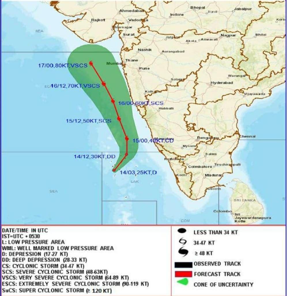 दक्षिण कोकण किनारपट्टीसह मुंबई, ठाणे, रायगड आणि पालघर या परिसरात राहणाऱ्या लोकांना हवामान खात्यानं सतर्कतेचा इशारा दिला आहे. त्यामुळे पुढील दोन दिवस मुंबईसह कोकण पट्ट्यात मुसळधार पावसाची शक्यता वर्तवण्यात आली आहे.