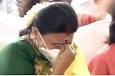 VIDEO : तामिळनाडूला मिळाले नवे मुख्यमंत्री, शपथविधी कार्यक्रमात पत्नी भावुक