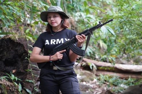 'मी बलिदान द्यायलाही तयार'; म्यानमारची ब्यूटी क्वीन रायफलसह सैन्याविरोधात उतरली मैदानात