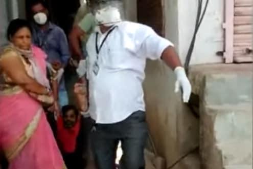VIDEO : कोविड पॉझिटिव्ह रुग्णाची दारूपार्टी; बायको आणि वैद्यकीय अधिकाऱ्यांनी पाय खेचत काढलं कॉलनीबाहेर...