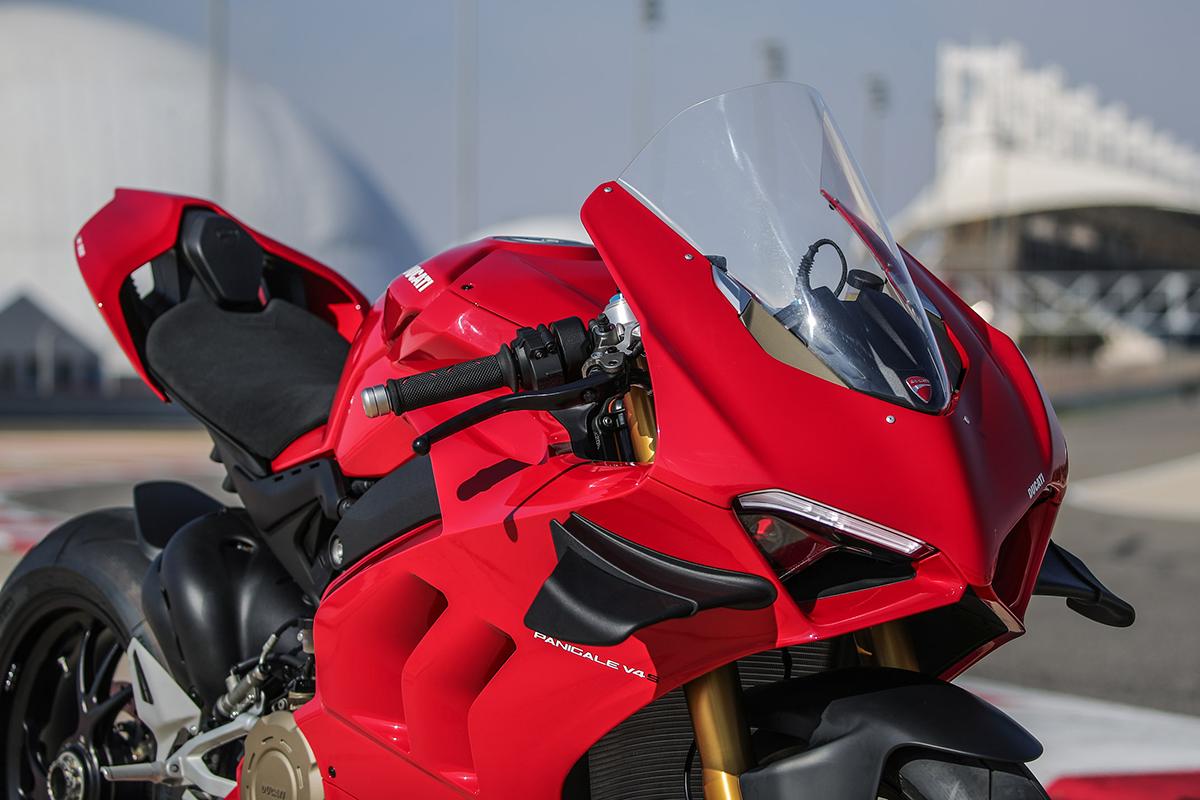 डुकाटी 1960 च्या दशकापासून प्रामुख्याने रेसिंग बाइक तयार करणारी कंपनी होती. आता हायएण्ड लक्झरी बाइकसाठी ती ओळखली जाते.