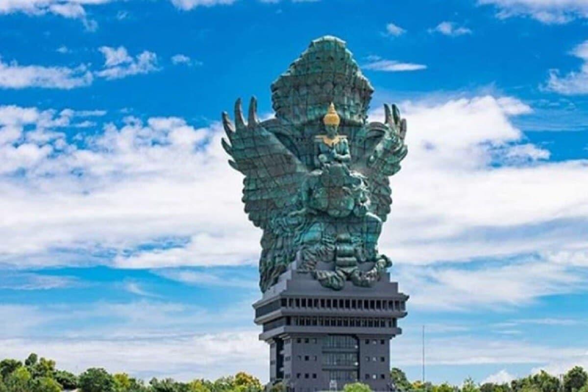 न्यूमन नुआर्ता यांनी 1994 मध्ये प्रत्यक्ष मूर्ती घडवायचं काम सुरू केलं. इंडोनेशियन सरकरानेसुद्धा या प्रकल्पाला मदत केली. ही 122 फुटांची विष्णूमूर्ती घडवायला 28 वर्षांचा काळ लागला. 2018 मध्ये याचं काम पूर्ण झालं.