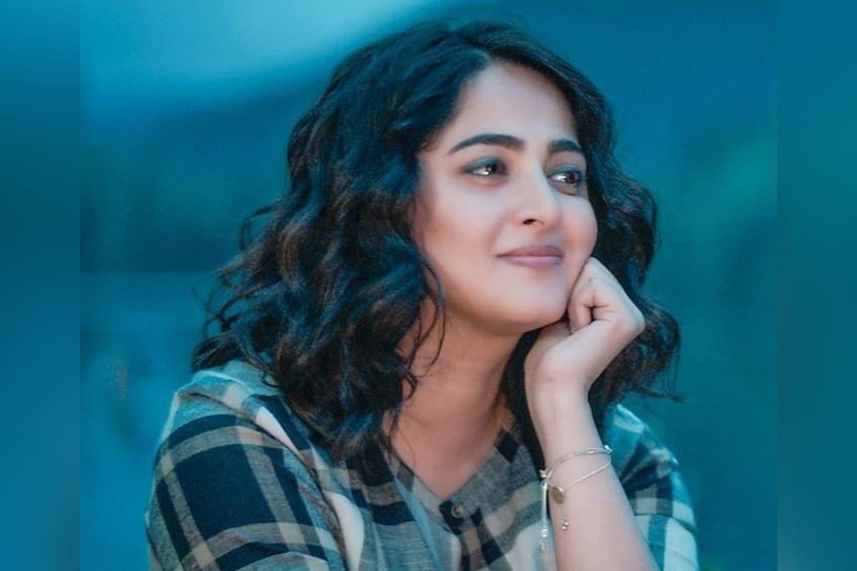 अनुष्का शेट्टी: बाहुबली फेम अनुष्का शेट्टीचं खरे नाव स्वीटी शेट्टी आहे. अनुष्का हे तिचं टोपण नाव आहे.