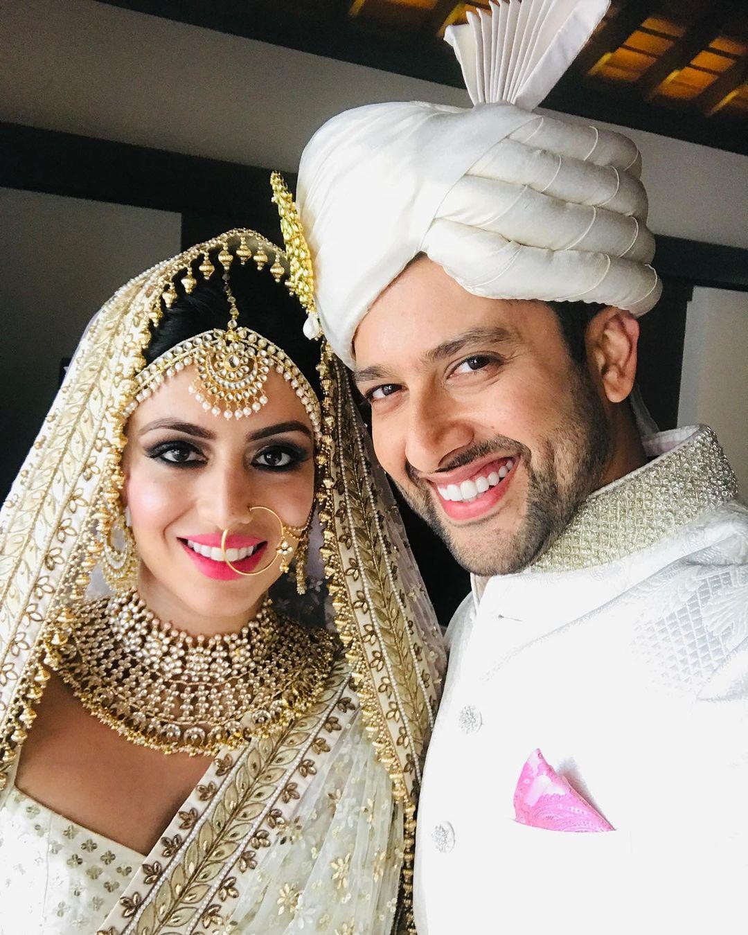 बॉलीवूड अभिनेता आफताब शिवदासनी आणि निन दुसांजने श्रीलंकेत विवाह केला होता. त्यानंतर भारतातही त्यांनी लग्न रजिस्टर केलं होतं.