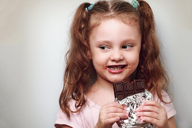 चिंता नको! आता आलं आयुर्वेदिक चॉकलेट; मुलांना बिनधास्त खाऊ द्या