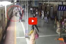 VIDEO: वर्दीतील देवमाणूस; वृद्ध प्रवाशाचे वाचवले प्राण