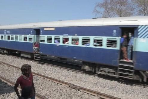 धावत्या ट्रेनच्या दारातून चिमुकली अचानक पडली खाली; पोटच्या गोळ्याला वाचवण्यासाठी आईनं केलं जीवाचं रान