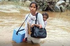 लसीकरणासाठी आईचा दुहेरी संघर्ष; लेकीला पाठीवर घेऊन ओलांडली नदी, पाहा PHOTOS