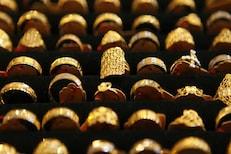 रेकॉर्ड स्तरापेक्षा 7817 रुपये स्वस्त आहे सोनं, आज या भावाने करा खरेदी