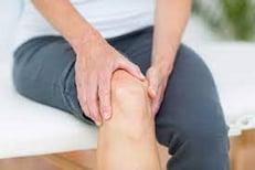 दुखणाऱ्या पायांमुळे रात्रीची झोप लागणंही झालं कठीण; वेदना संपवण्यासाठी करा उपाय