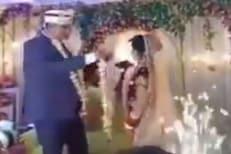 अरे या नवरीला आवरा! लग्नातच असं काही केलं की नवऱ्याला फुटला घाम; पाहा Video
