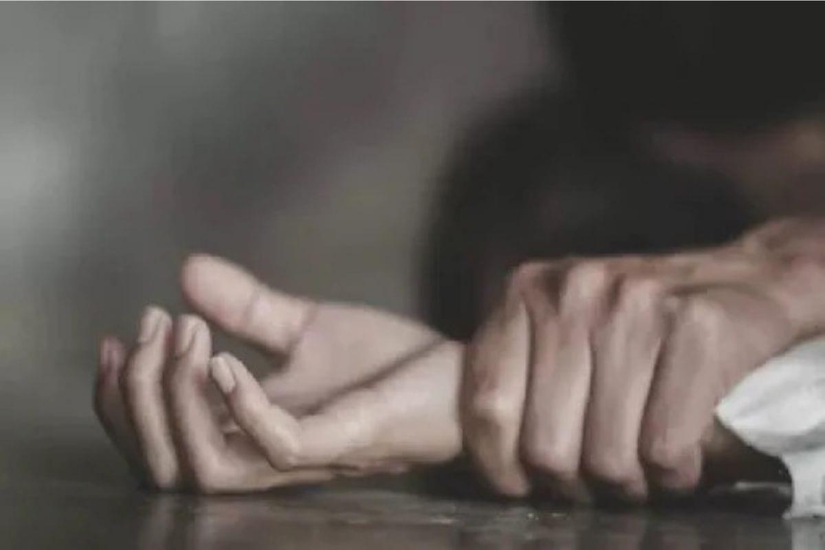 गोठ्यात हातपाय बांधून तरुणीवर रात्रभर सामूहिक बलात्कार; देशाला हादरवणारी घटना