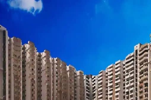 प्रत्येकी चाळीस मजले असणाऱ्या सुपरटेकच्या या इमारतीत दोन हजार फ्लॅट्स आहेत.