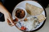 तुम्हीही 'या' पद्धतीनं जेवण करत असाल तर व्हाल कर्जबाजारी; जेवताना 5 गोष्टींची घ्या काळजी