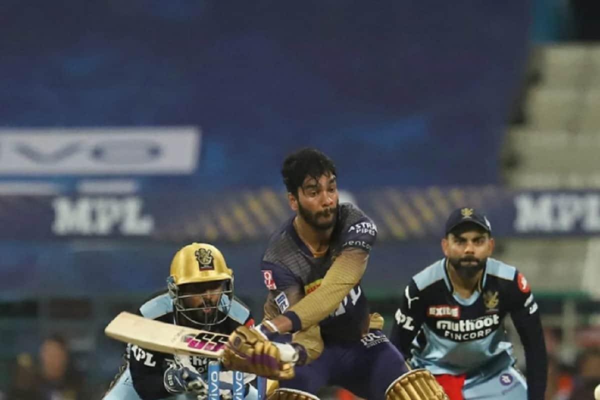 मुंबईविरुद्धच्या मॅचआधी व्यंकटेश अय्यरने विराट कोहलीच्या आरसीबीविरुद्धही विस्फोटक खेळी केली. व्यंकटेशनी 27 बॉल्समध्ये 7 फोर आणि एका सिक्सच्या बळावर नाबाद 41 रन्स केल्या.