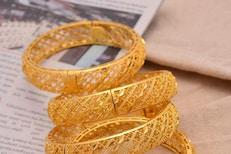 दिवाळीच्या काही दिवस आधी महागलं सोनं, वर्षाअखेर चांदी पोहोचणार 82,000 रुपयांवर?