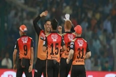 IPL मध्ये दुर्लक्ष केलेल्या बॉलरनं 4 ओव्हर्समध्ये 2 रन देत घेतल्या 3 विकेट्स