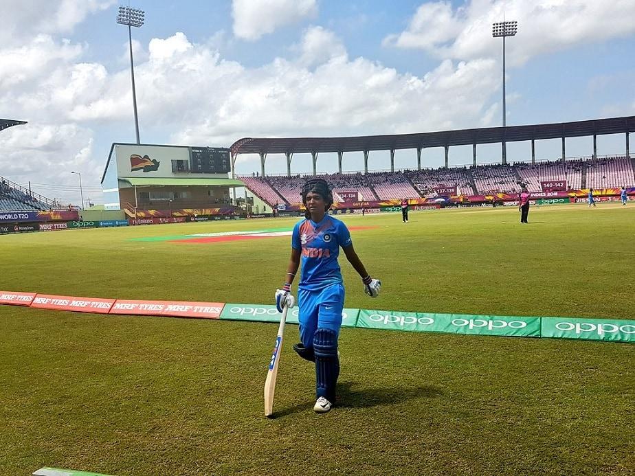 ಭಾರತ ಪರ ಹರ್ಮನ್ಪ್ರೀತ್ ಕೌರ್ ಅವರು ಕೇವಲ 51 ಎಸೆತಗಳಲ್ಲಿ 103 ರನ್ ಸಿಡಿಸಿ, ಅಂತರಾಷ್ಟ್ರೀಯ ಟಿ-20 ಕ್ರಿಕೆಟ್ನಲ್ಲಿ ಶತಕ ಗಳಿಸಿದ ಭಾರತದ ಮೊದಲ ಆಟಗಾರ್ತಿ ಎಂಬ ಹೆಗ್ಗಳಿಕೆಗೆ ಪಾತ್ರರಾದರು