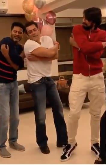 Prabhudeva teaching dance to Salman and Sudeep