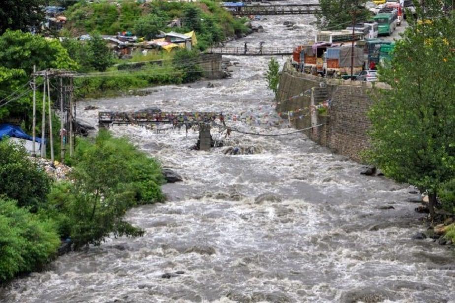 ಕುಲು ಜಿಲ್ಲೆಯ ಬೀಸ್ ನದಿಯ ಅಬ್ಬರ