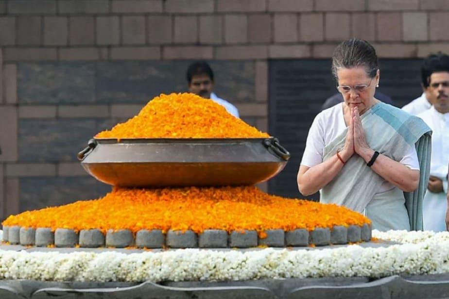 ಮಾಜಿ ಪ್ರಧಾನಿ ರಾಜೀವ್ ಗಾಂಧಿ ಸ್ಮಾರಕಕ್ಕೆ ನಮಿಸಿದ ಕಾಂಗ್ರೆಸ್ ಅಧ್ಯಕ್ಷೆ ಸೋನಿಯಾ ಗಾಂಧಿ