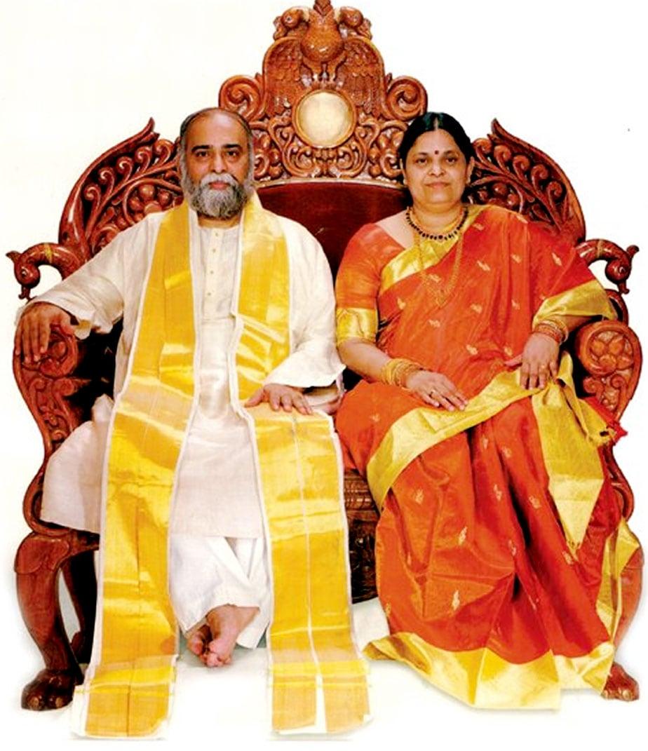 ವಿಜಯ್ ಕುಮಾರ್ (ಕಲ್ಕಿ ಭಗವಾನ್) ಮತ್ತು ಹೆಂಡತಿ ಪದ್ಮಾವತಿ