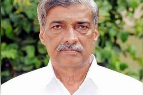 Karnataka By-Elections 2019: ಮತಯಂತ್ರ ವಾಸ್ತುಪ್ರಕಾರ ಇಲ್ವಂತೆ; ಇವಿಎಂ ಯಂತ್ರವನ್ನೇ ತಿರುಗಿಸಿ ಮತದಾನ ಮಾಡಿ ನಗೆಪಾಟಲಿಗೀಡಾದ ಜೆಡಿಎಸ್ ಅಭ್ಯರ್ಥಿ